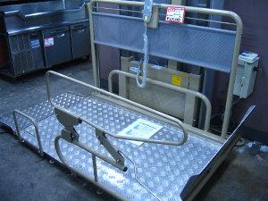車椅子用電動昇降機
